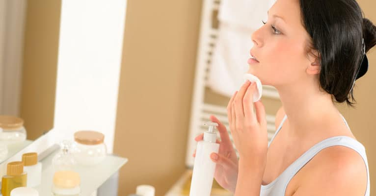 prevent acne by moisturizing your skin