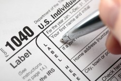 Filling out the individual refund tax form for the USA - form 1040.